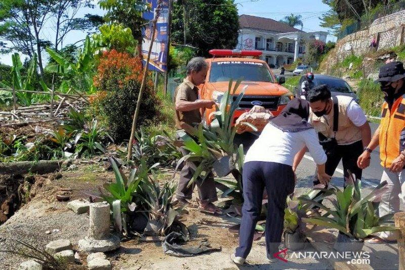 BPBD imbau penguna jalan waspada saat melintas Jalur Cipanas-Puncak