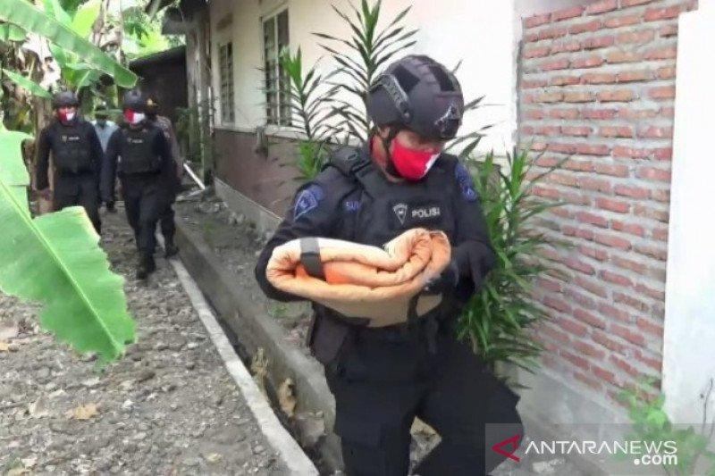 Warga Ngawi temukan amunisi bekas perang di aliran Bengawan Madiun