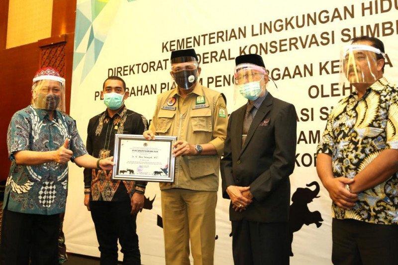 Plt Gubernur Aceh terima Penghargaan Peduli Satwa Liar