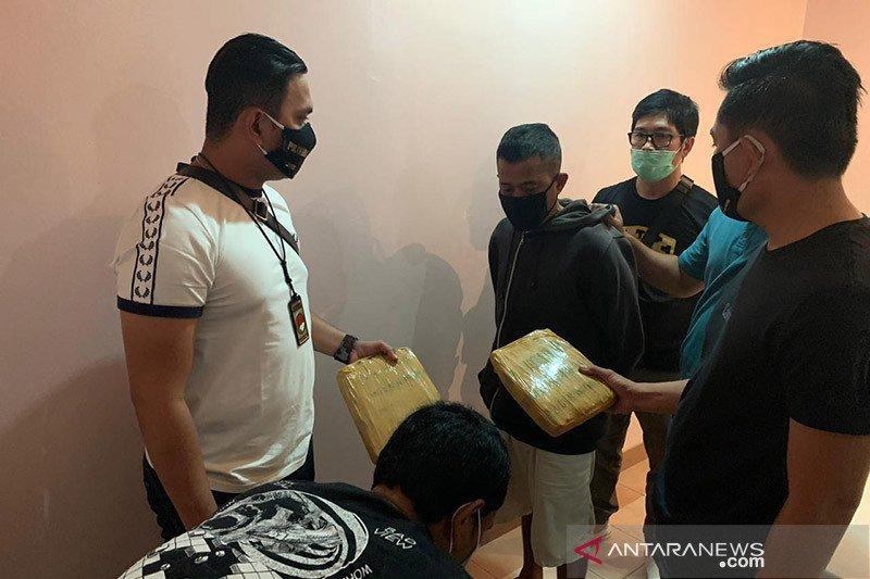 Polrestro Jakarta Barat sita 75 kilogram ganja dalam dodol