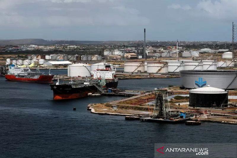 Minyak cenderung datar saat perkembangan Libya imbangi dukungan OPEC+