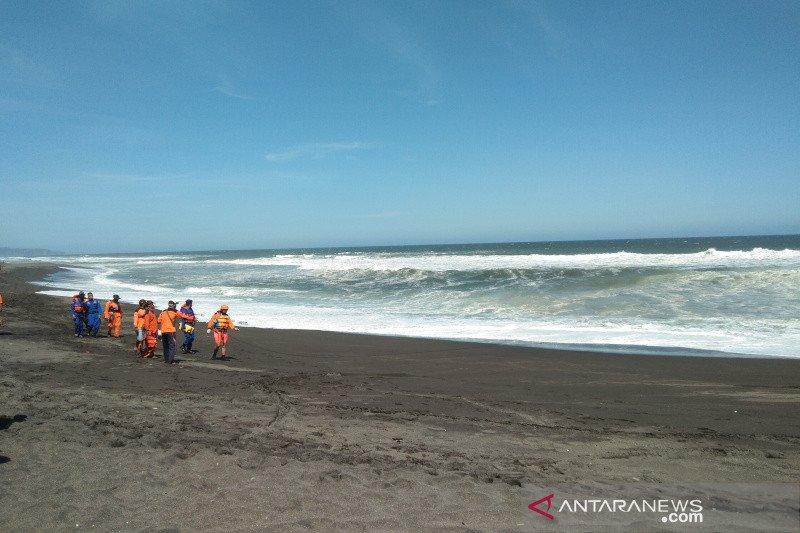 Tujuh wisatawan terseret ombak Pantai Bantul