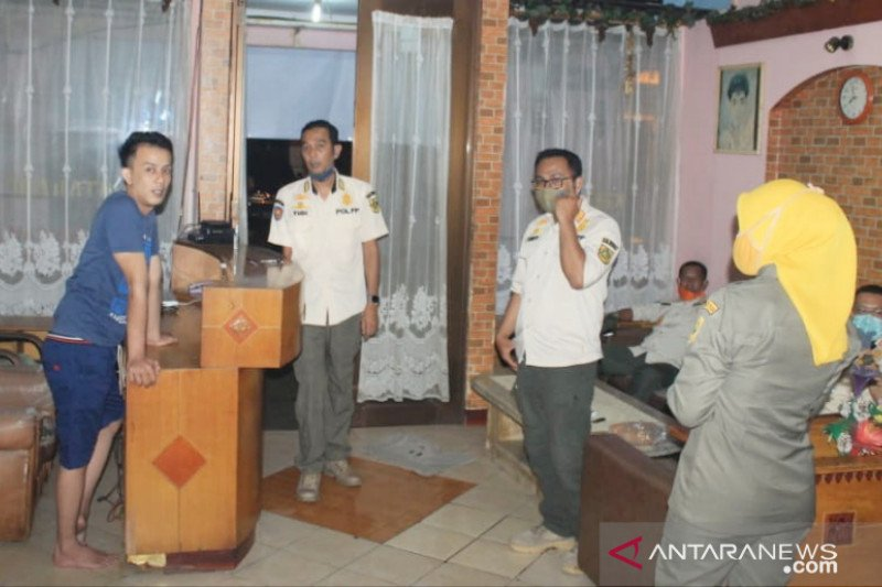 Belasan usaha panti pijat di Sentul Bogor ditertibkan