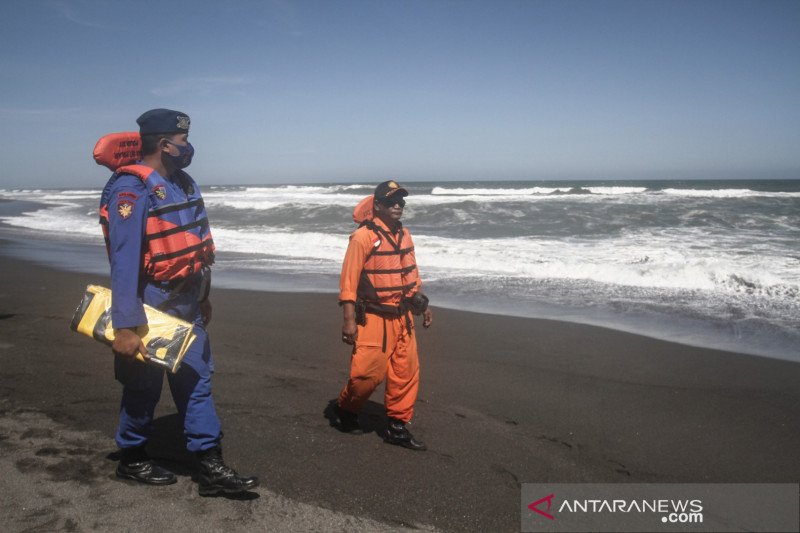 Pencarian wisatawan hanyut di Bantul