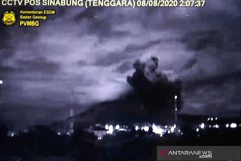 Gunung Sinabung erupsi pertama di masa pandemi