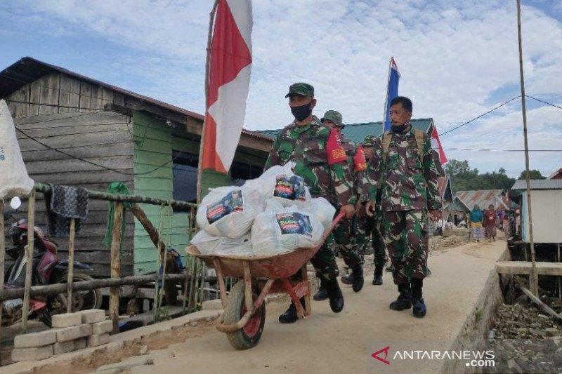 Pangdam XIV/Hasanuddin beri bantuan sembako bagi warga pesisir