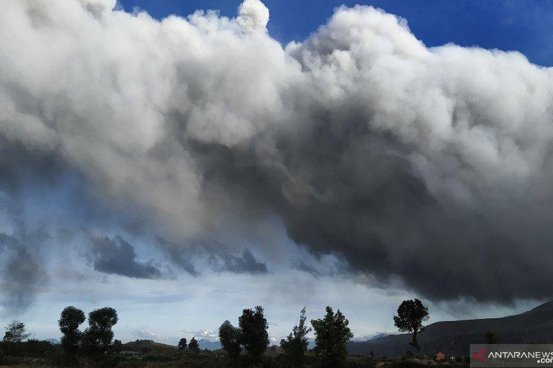 BPBD Sumut:  Gunung Sinabung kembali erupsi semburkan abu vulkanik
