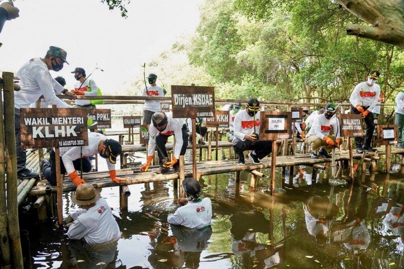 Peringati Hari Konservasi Alam Nasional, KLHK aksi bersih TWA Angke