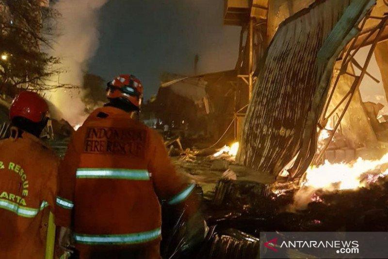 Kebakaran pabrik mebel di Cakung berlangsung 18 jam
