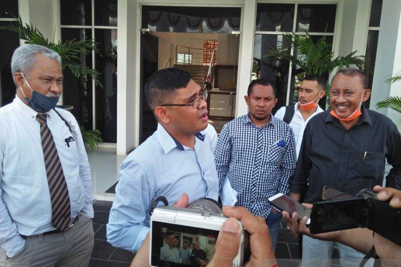 Mantan Wali Kota Kupang penuhi panggilan Kejati NTT