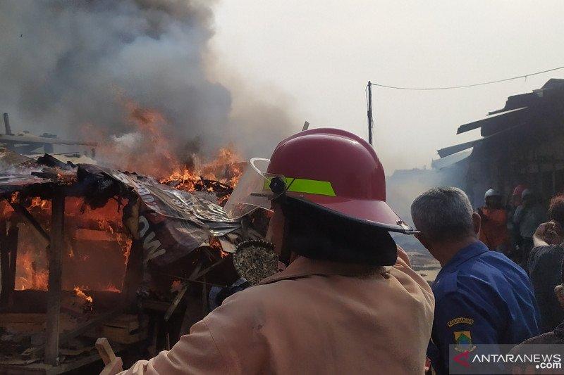 Ratusan kios di Pasar Ciranjang-Cianjur terbakar