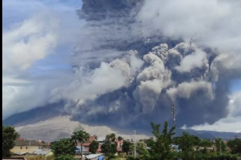 Waspadai lahar panas erupsi Gunung Sinabung, sebut BPBD Karo