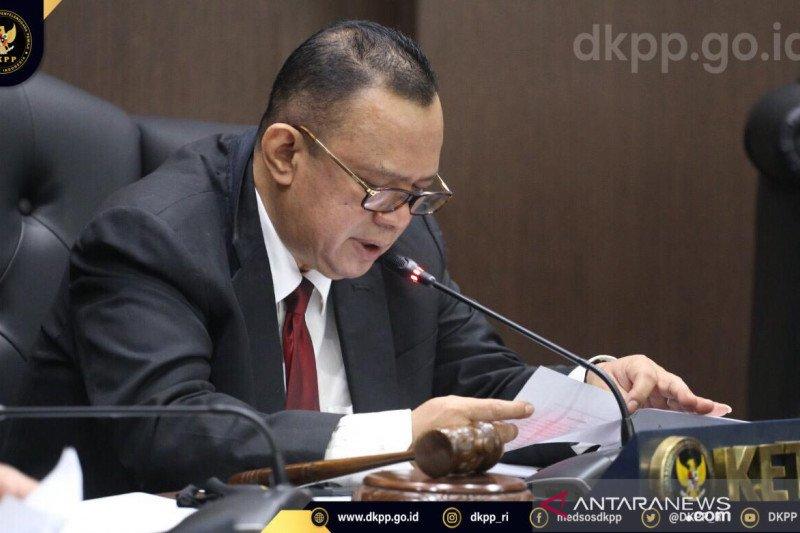 DKPP memberhentikan dua penyelenggara pemilu dari jabatan ketua