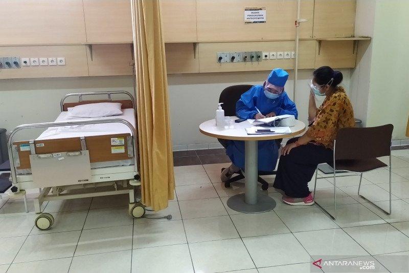 Penyuntikan vaksin COVID-19 dilakukan di lima tempat di Bandung