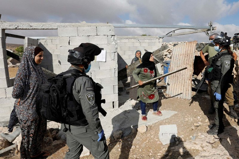Israel stop pengiriman bahan bakar ke Gaza, balas aksi balon pembakar