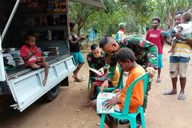 Saat pandemi, perpustakaan keliling dibuka TNI di perbatasan RI-PNG