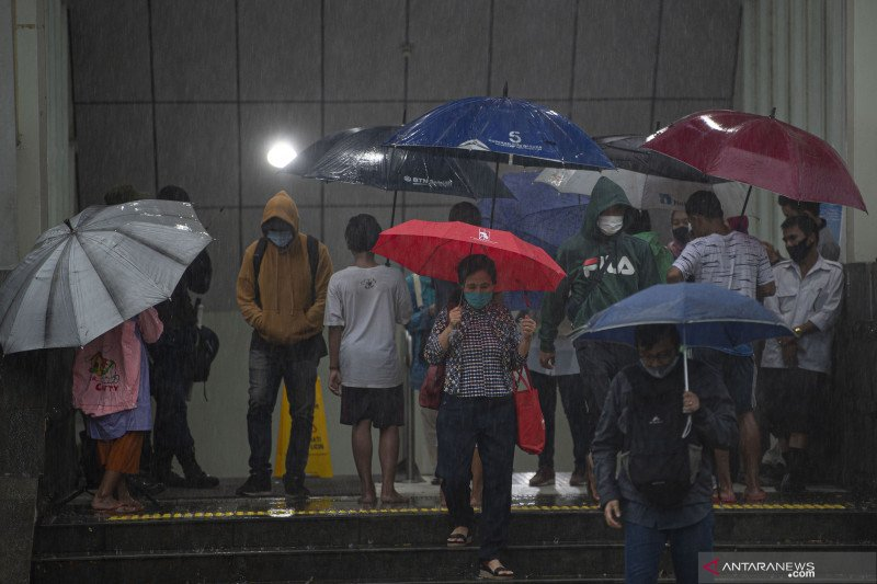Sebagian wilayah Jakarta hujan ringan