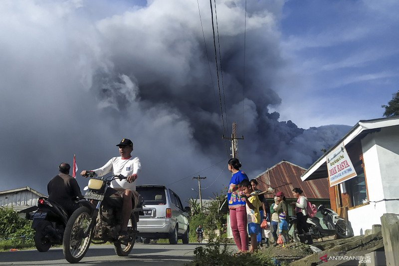 Gunung Sinabung tiga kali erupsi sejak pagi