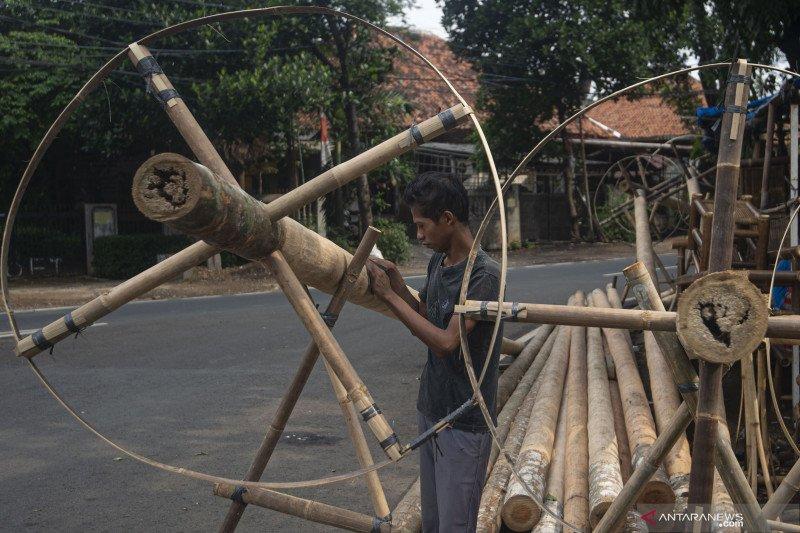 Kesulitan menjual pohon pinang untuk perayaan HUT Kemerdekaan RI