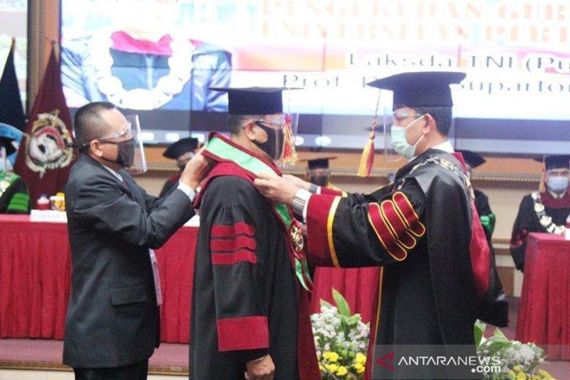 Rektor Universitas Pertahanan kukuhkan guru besar ilmu pertahanan baru