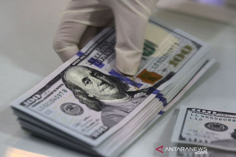Dolar melemah, investor lebih menyukai mata uang berisiko