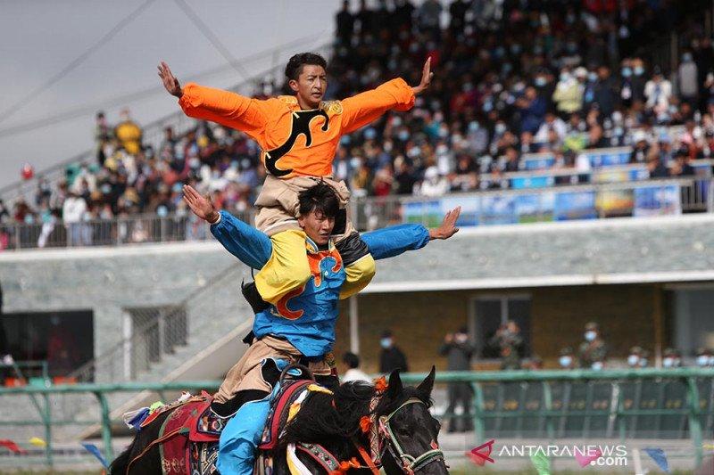 Pembukaan festival pacuan kuda Gesar di China