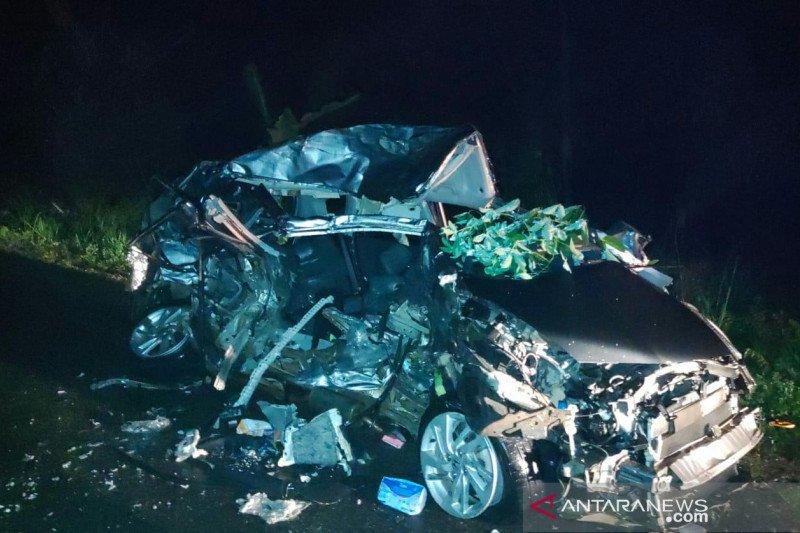 Tiga wanita cantik pengendara mobil tewas hantam truk tronton