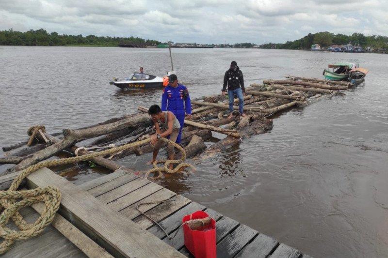 Polair Polda Kalbar sita seribu batang kayu log ilegal siap olah
