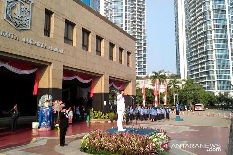 Jajaran Pemkot Jakbar selenggarakan upacara HUT RI secara sederhana