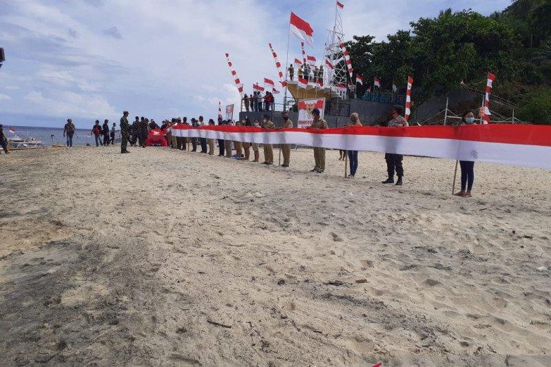 Bendera Merah Putih sepanjang 545 meter dibentangkan di Pulau Sangihe