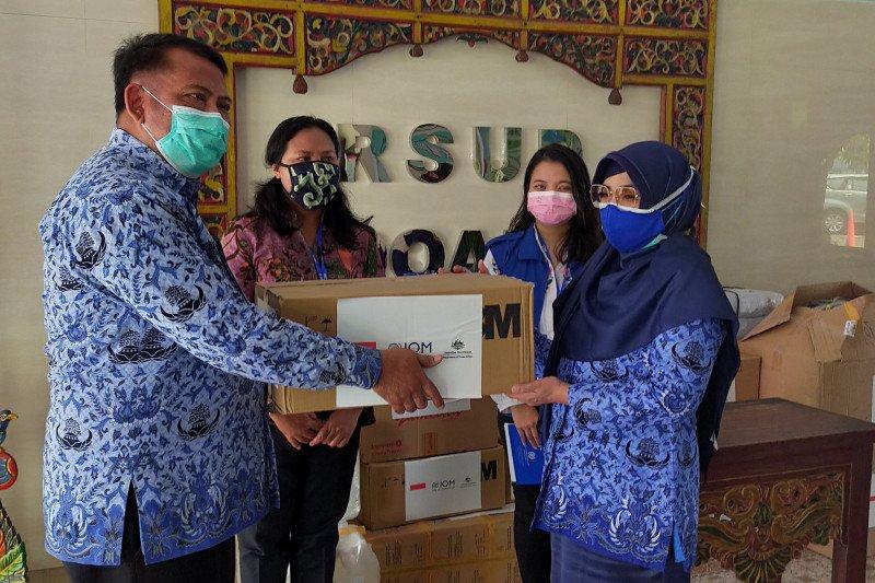 IOM salurkan bantuan APD ke RSUD dan Puskesmas Sidoarjo