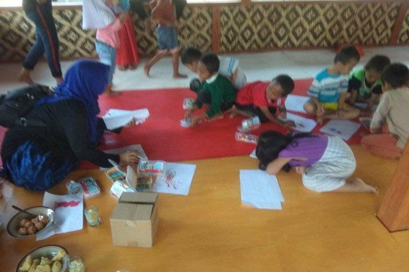 Anak Badui Ciboleger-Banten belajar di PAUD dengan tatap muka