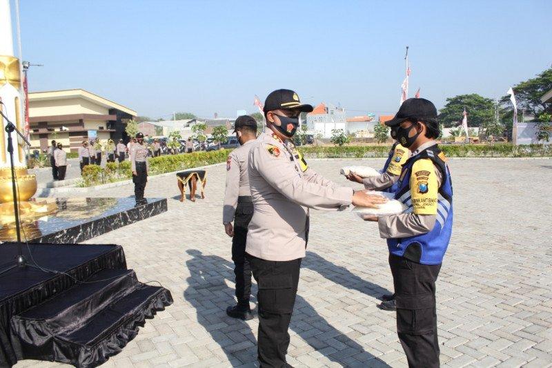Polresta Sidoarjo salurkan 918 paket sembako Kapolri ke masyarakat