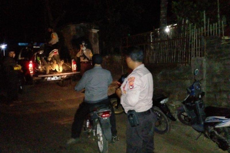Rumah pelaku curanmor di Lombok Timur digerebek: 4 motor diangkut ke kantor polisi