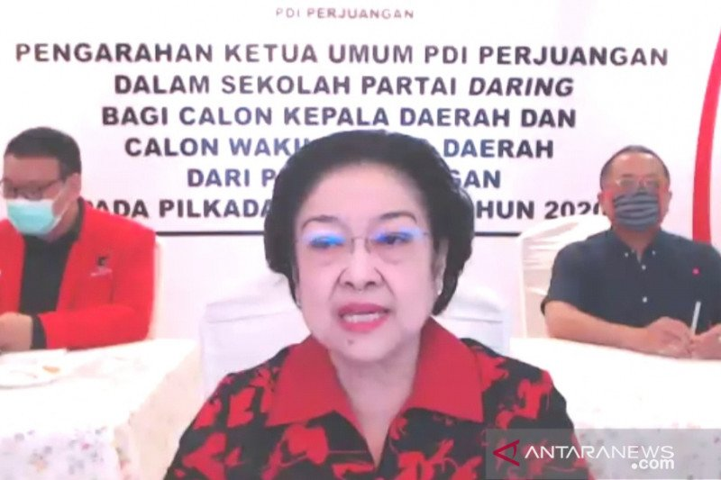 Megawati harapkan calon kepala daerah PDIP contoh Risma
