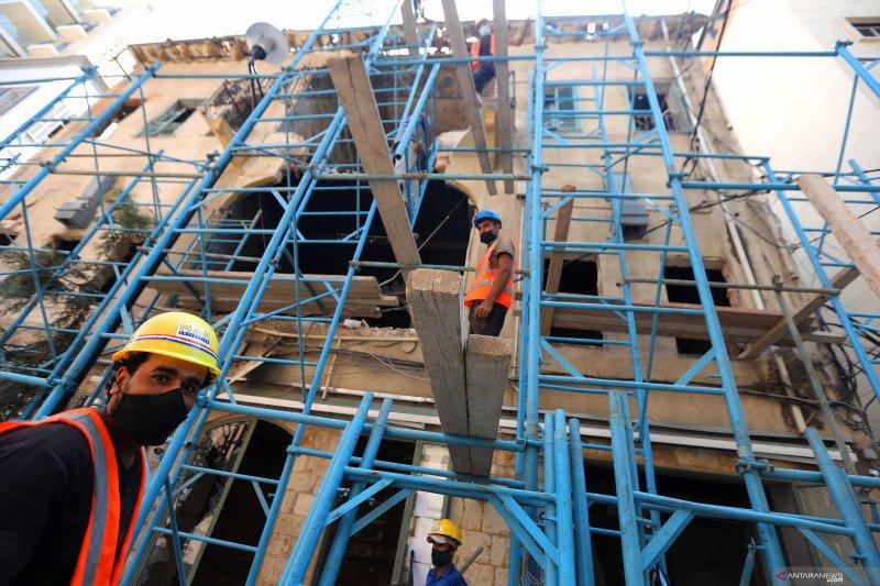 Rekonstruksi bangunan pascaledakan di Beirut