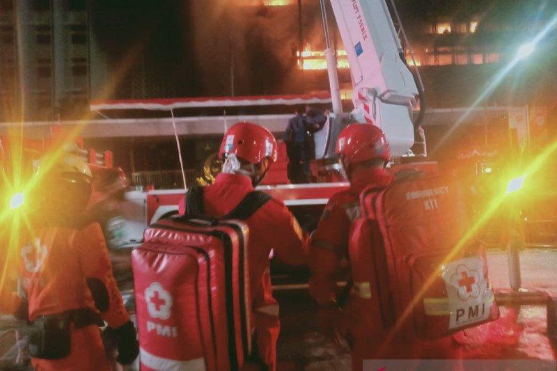 PMI kerahkan ambulans bantu penanganan kebakaran Gedung Kejagung