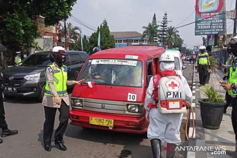 PMI Kota Sukabumi disinfeksi terminal dan angkutan umum cegah COVID-19