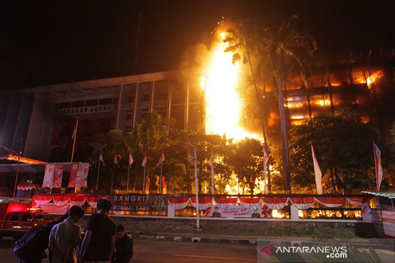 Komisi III minta Kejagung-Polri bentuk Timsus ungkap insiden kebakaran