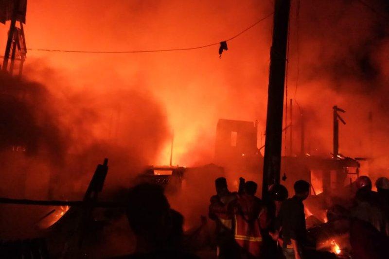 Kebakaran pasar-permukiman di Makassar, 111 rumah terbakar, 1 korban