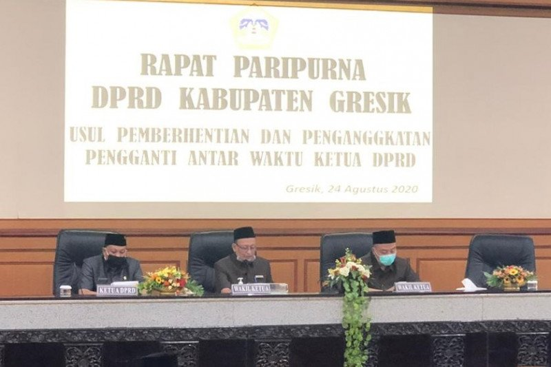 Ketua DPRD Gresik dicopot karena maju pilkada