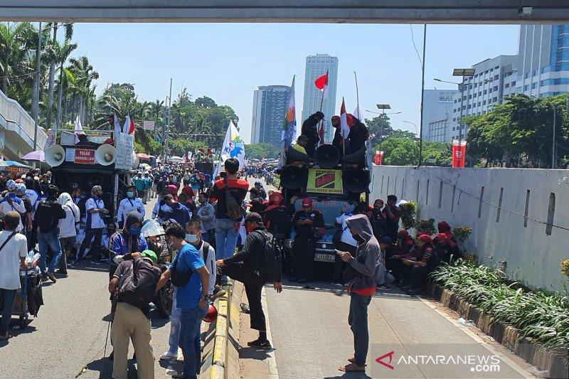 Imbas demo di DPR RI, TransJakarta masih lakukan pengalihan rute