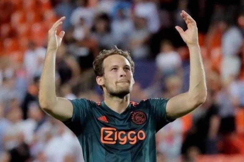 Penyakit jantung kambuh, Daley Blind pingsan saat bermain lawan Hertha