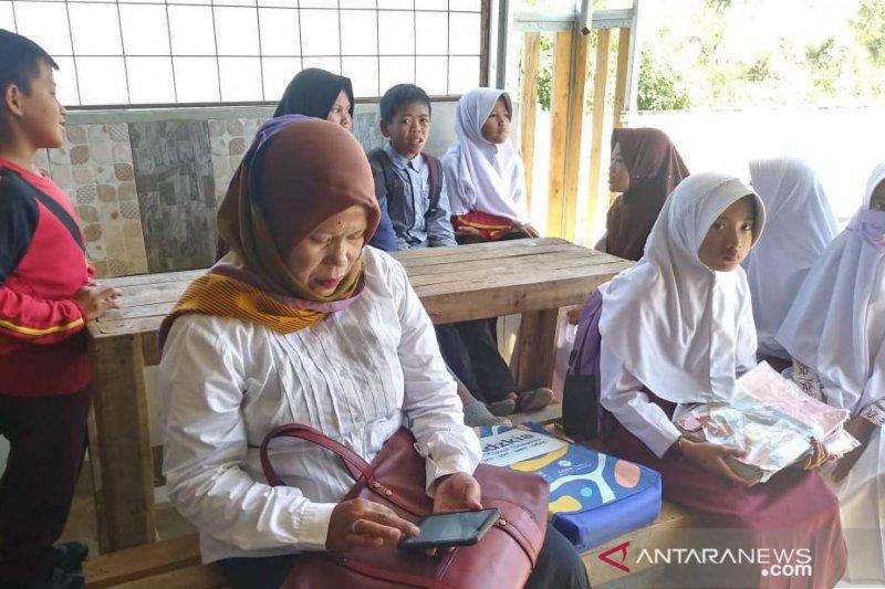 Istri seorang anggota TNI buka akses wifi gratis bagi pelajar