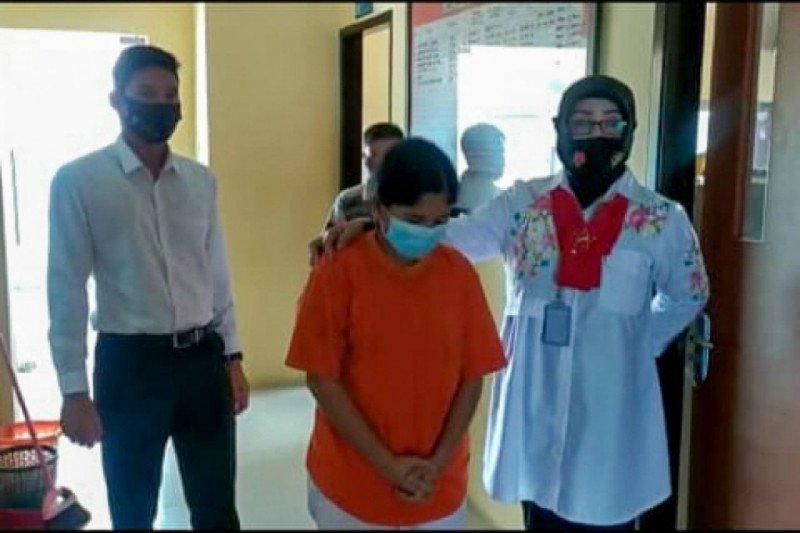 Gara-gara ditagih utang Rp50 ribu, perempuan ini aniaya tiga pria pakai silet hingga luka parah