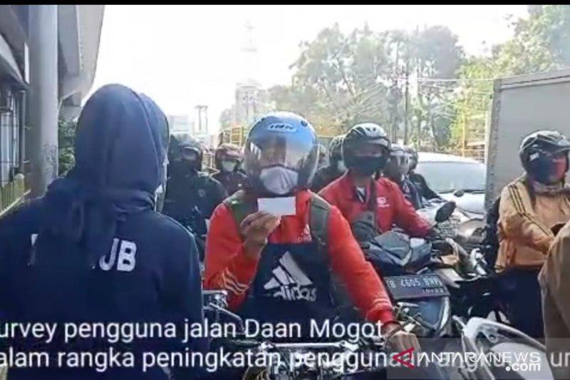 Sudinhub Jakbar survei pengendara motor untuk cari penyebab kemacetan