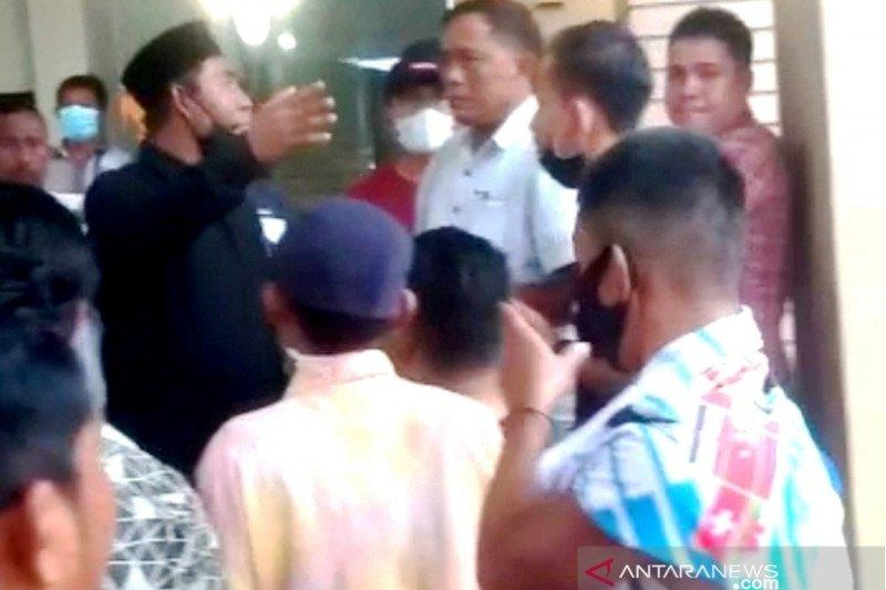 Massa usir 38 WNA dari sebuah hotel di Nagan Raya Aceh