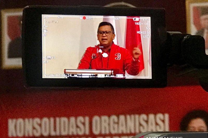 Hasto Kristiyanto bantah berselisih dengan Risma terkait Pilkada