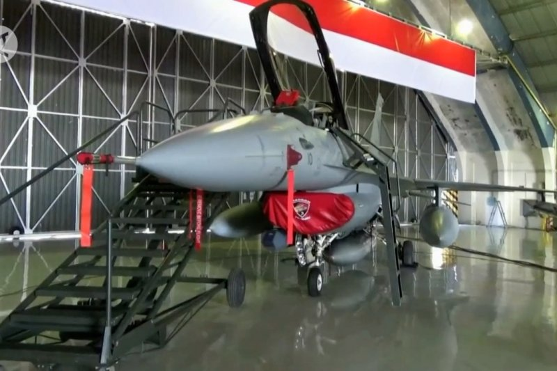 Dua pesawat tempur F-16 Program Falcon Star eMLU kembali mengudara