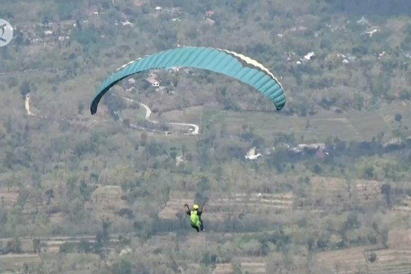 Bukit Blego, lokasi paralayang andalan Magetan